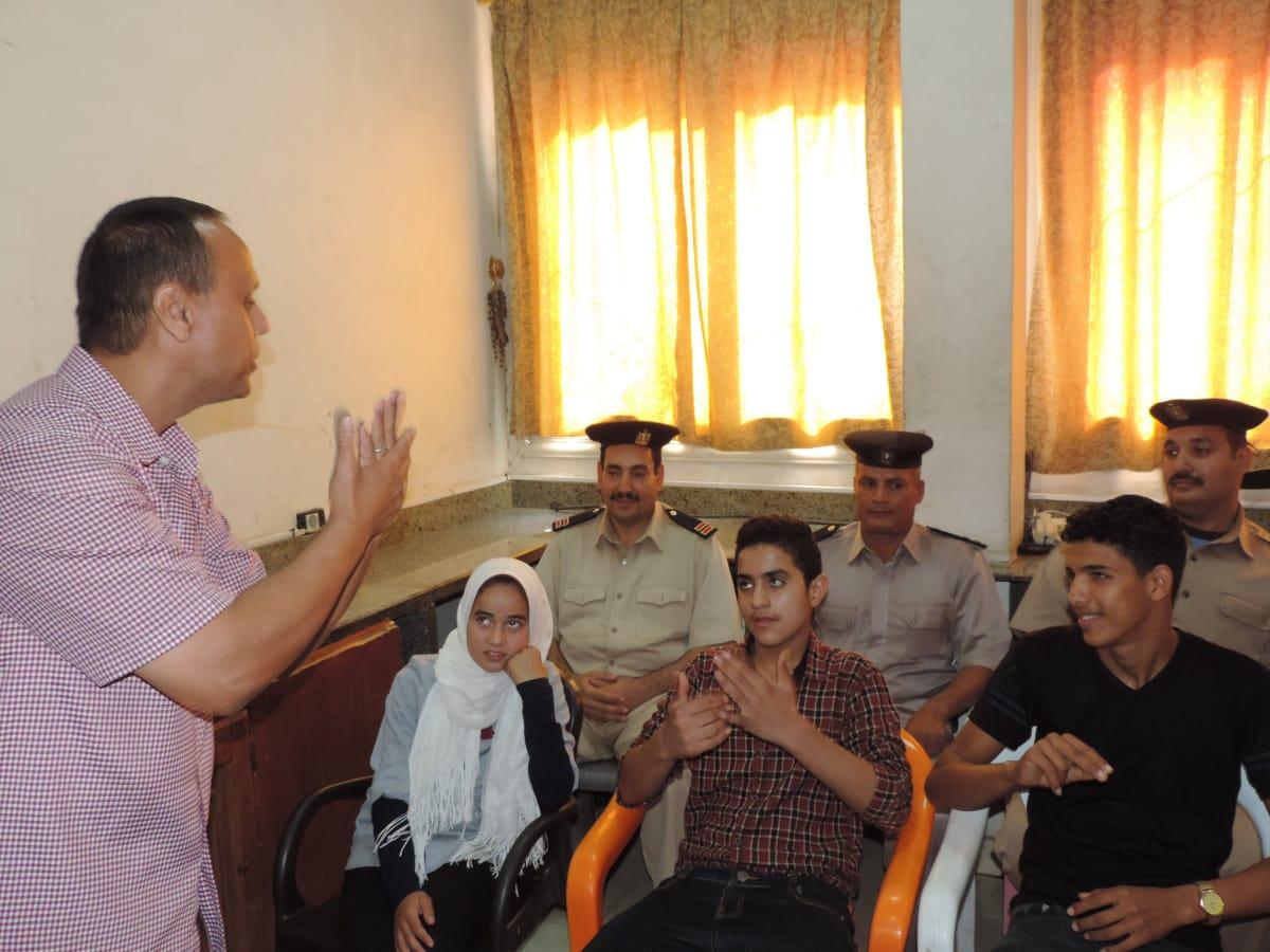 ندوة تعليم قوات شرطة النجدة للغة الإشارة (3)