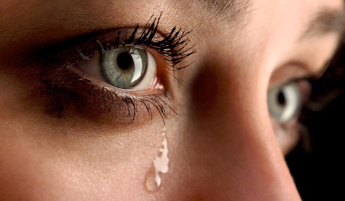 تراكم الدموع بالعين