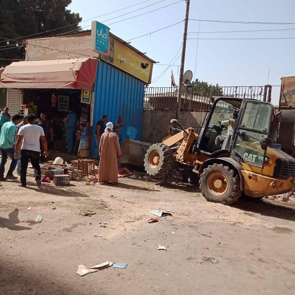 حملة مكبرة لإزالة اإشغالات أمام محطة الشرق بالزقازيق (2)