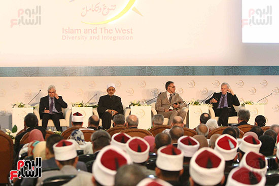 صور ندوة الدولية للأزهر حول الإسلام والغرب.. تنوعٌ وتكاملٌ (1)