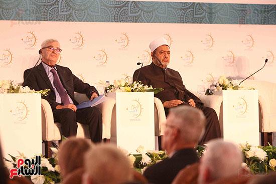 صور ندوة الدولية للأزهر حول الإسلام والغرب.. تنوعٌ وتكاملٌ (22)