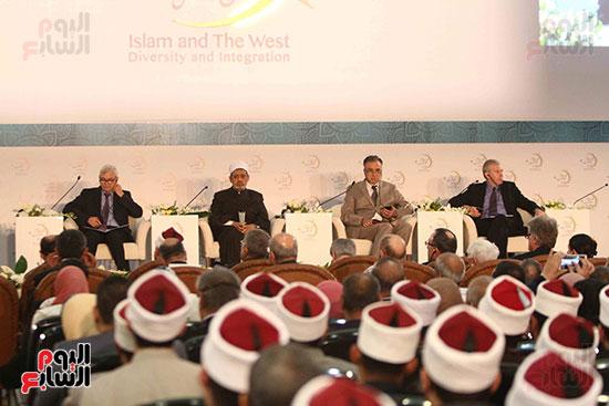 صور ندوة الدولية للأزهر حول الإسلام والغرب.. تنوعٌ وتكاملٌ (3)