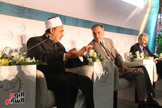 صور ندوة الدولية للأزهر حول الإسلام والغرب.. تنوعٌ وتكاملٌ (47)
