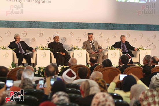 صور ندوة الدولية للأزهر حول الإسلام والغرب.. تنوعٌ وتكاملٌ (7)