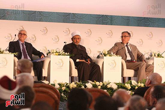 صور ندوة الدولية للأزهر حول الإسلام والغرب.. تنوعٌ وتكاملٌ (17)
