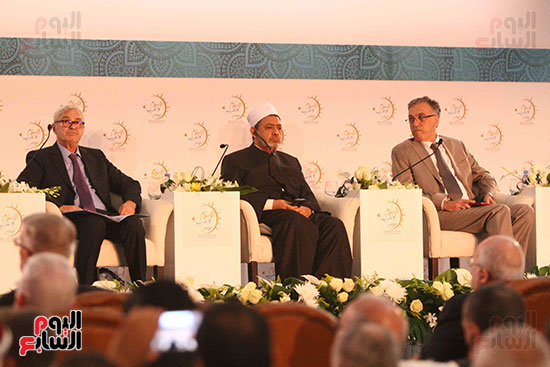 صور ندوة الدولية للأزهر حول الإسلام والغرب.. تنوعٌ وتكاملٌ (9)