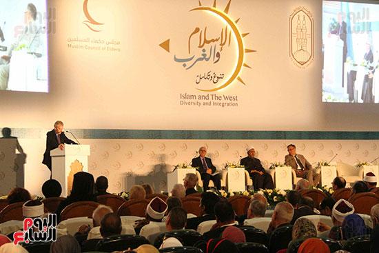 صور ندوة الدولية للأزهر حول الإسلام والغرب.. تنوعٌ وتكاملٌ (11)