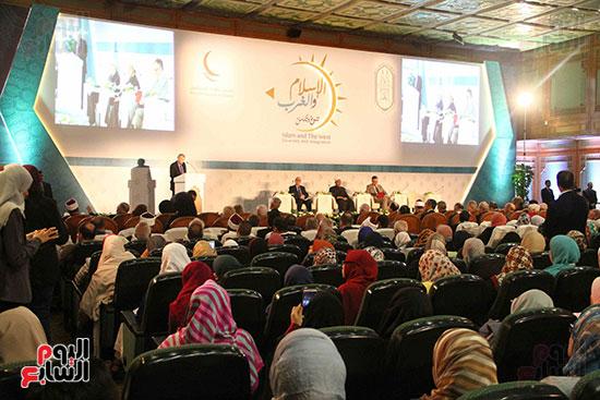 صور ندوة الدولية للأزهر حول الإسلام والغرب.. تنوعٌ وتكاملٌ (10)