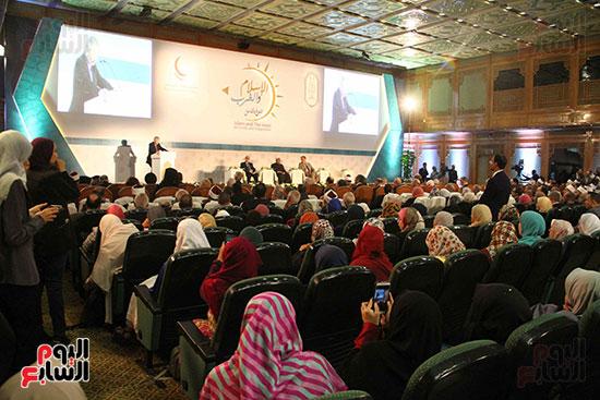 صور ندوة الدولية للأزهر حول الإسلام والغرب.. تنوعٌ وتكاملٌ (12)