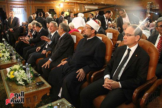 صور ندوة الدولية للأزهر حول الإسلام والغرب.. تنوعٌ وتكاملٌ (46)