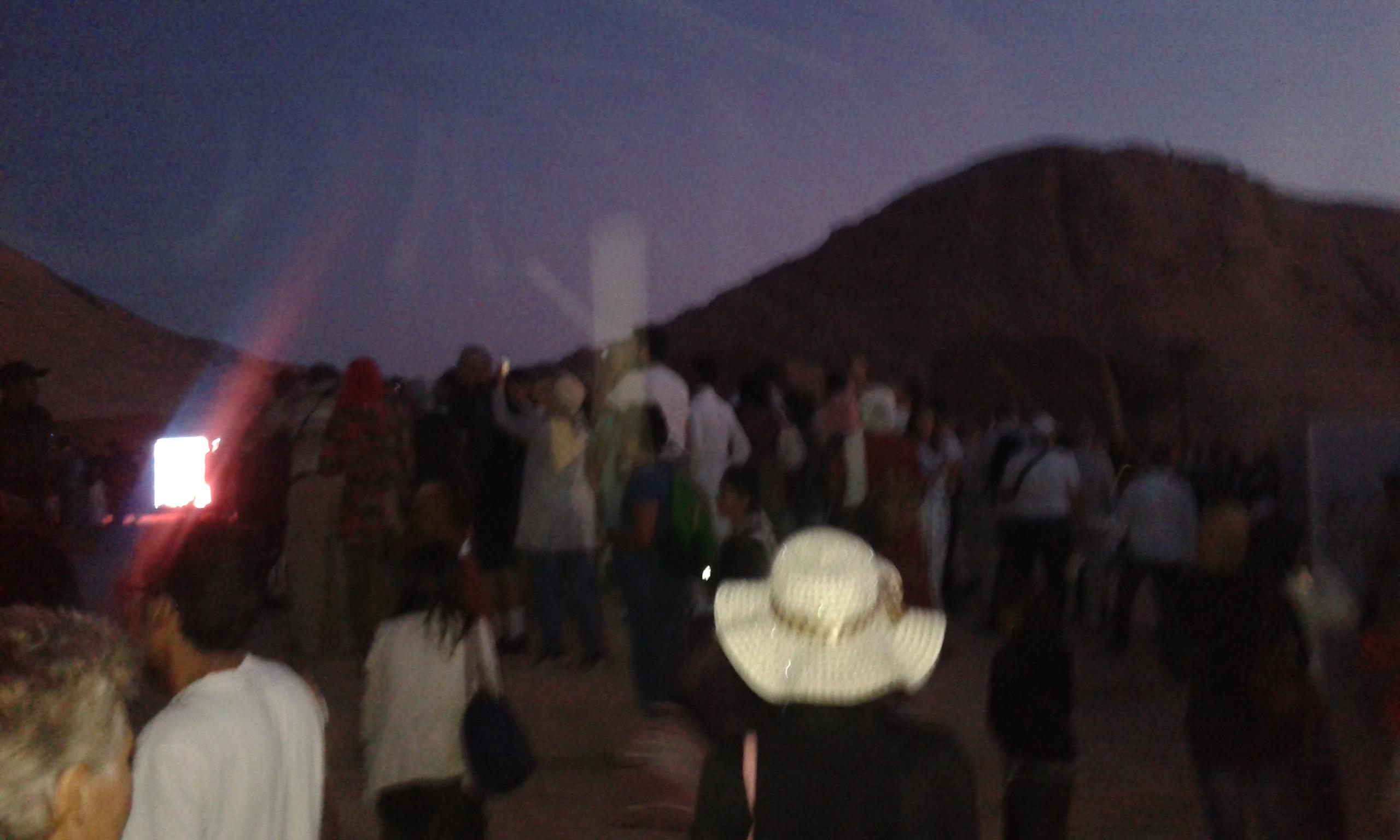السياح يلتقطون السيلفى أمام معبد أبو سمبل (2)