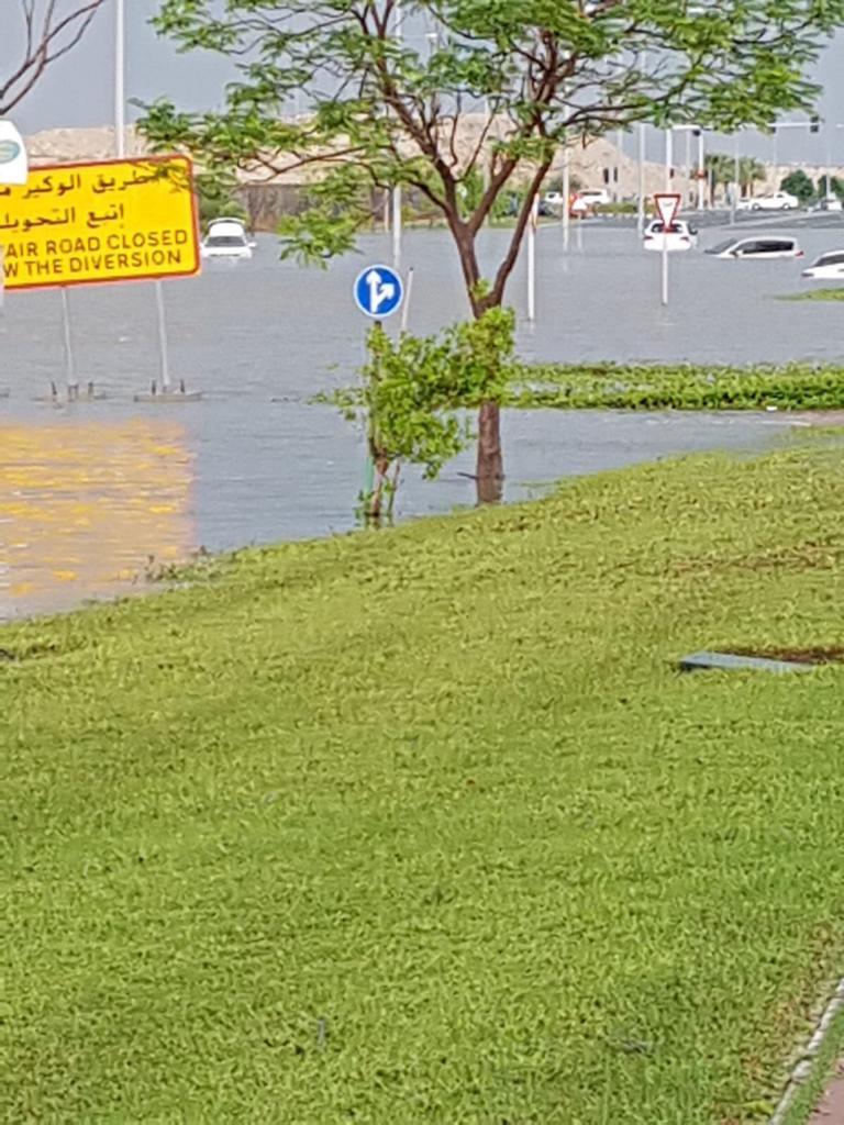 جانب من غرق السيارات فى قطر