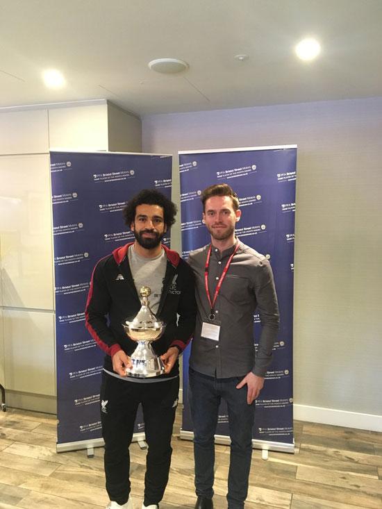 محمد صلاح يتسلم جائزة أفضل لاعب فى الدورى الإنجليزى من رابطة المحترفين (3)