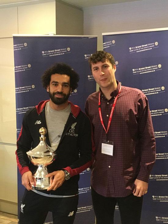 محمد صلاح يتسلم جائزة أفضل لاعب فى الدورى الإنجليزى من رابطة المحترفين (5)