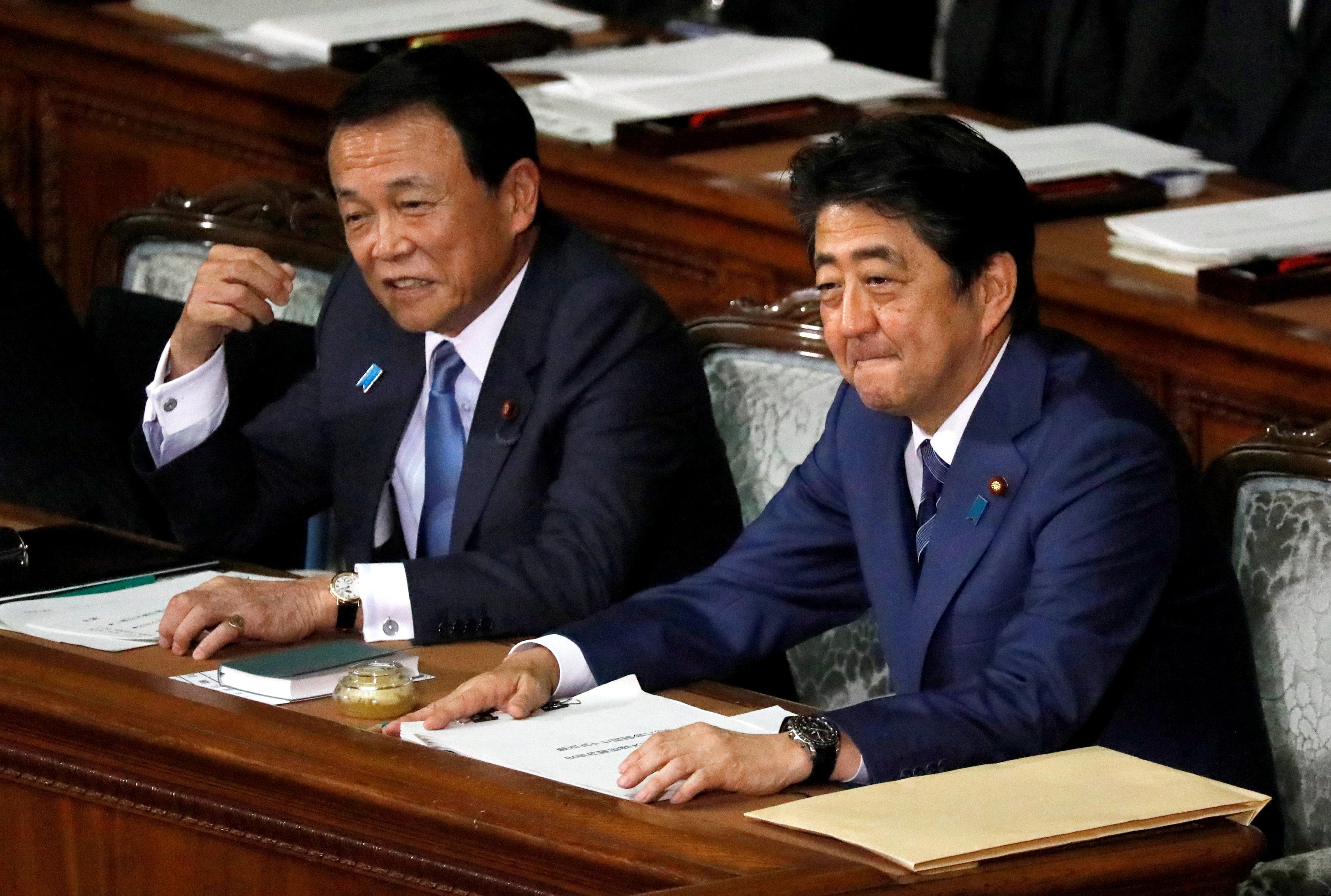 رئيس الوزراء اليابانى ونائبه