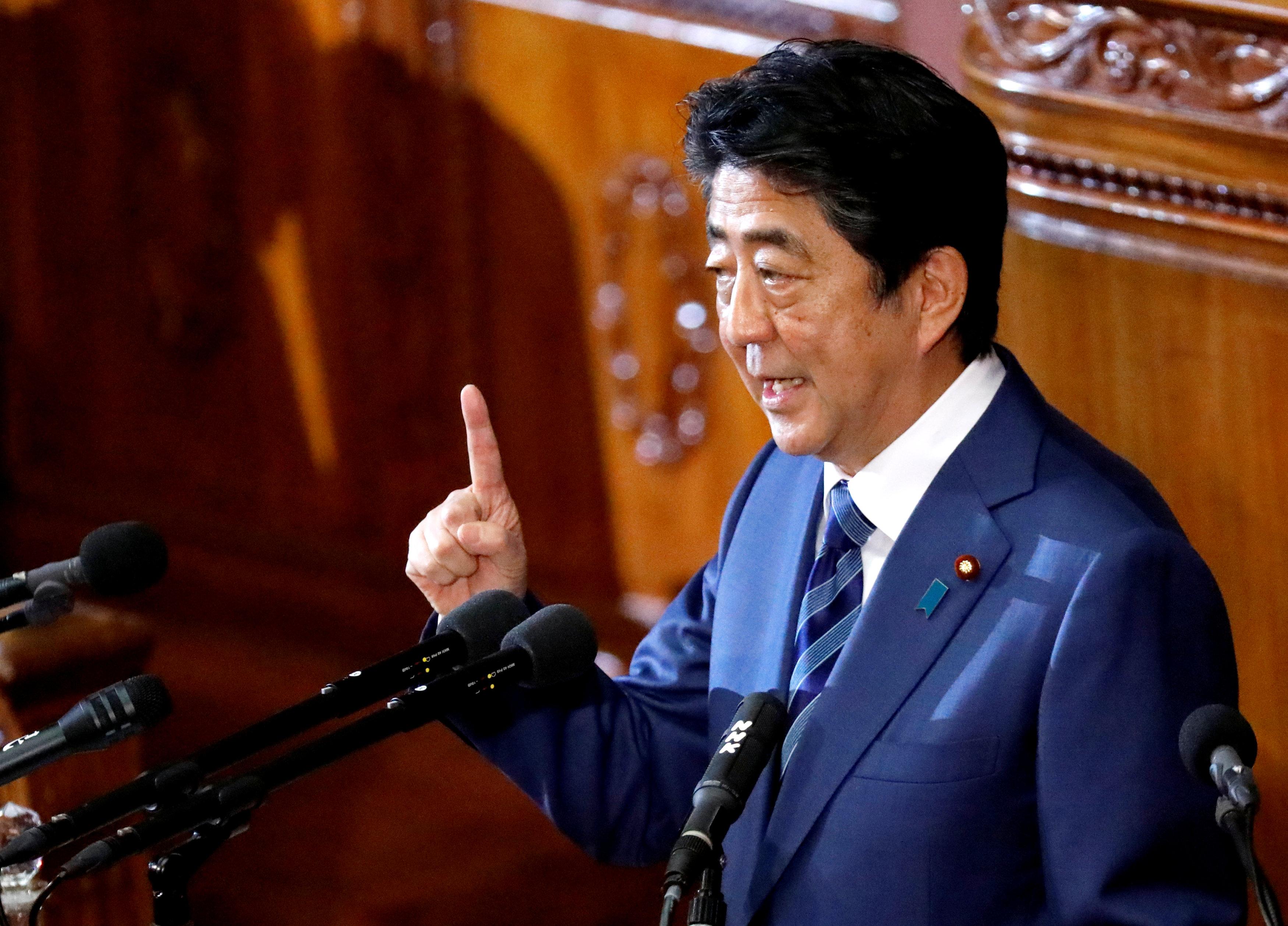 شينزو آبى يلقى كلمة أمام البرلمان