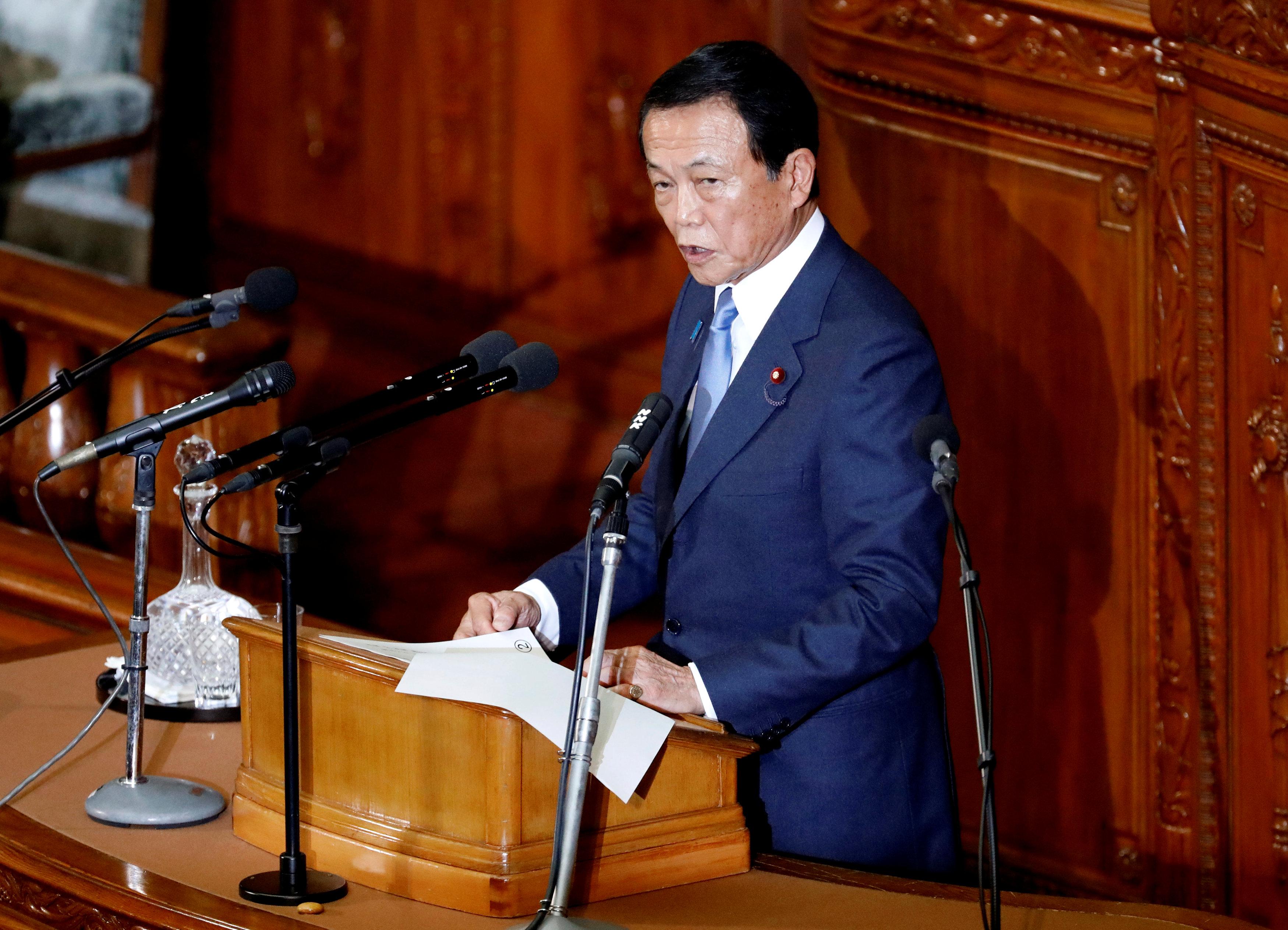 نائب رئيس الوزراء اليابانى يلقى كلمة