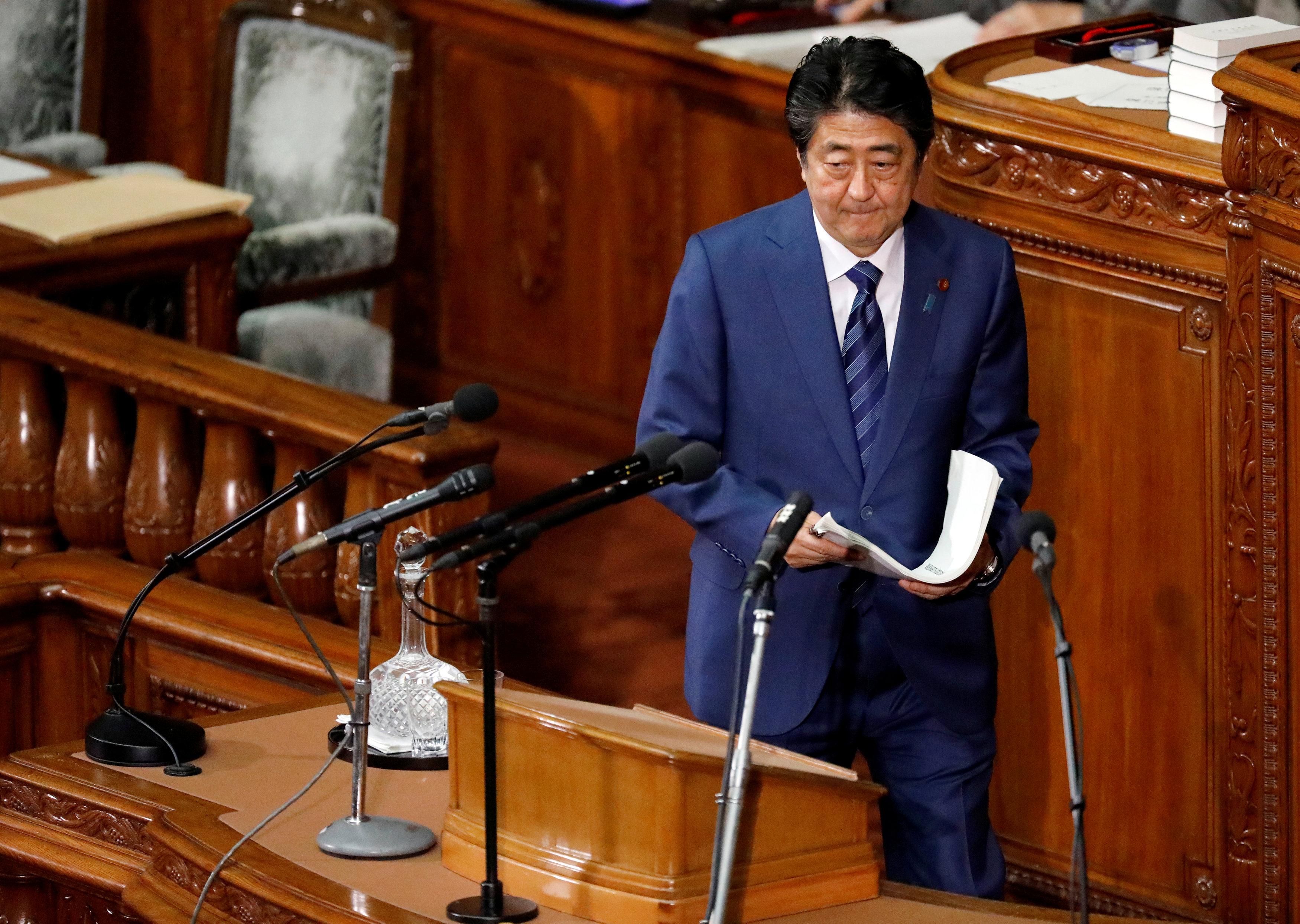 شينزو آبى بعد ختام كلمته أمام البرلمان اليابانى