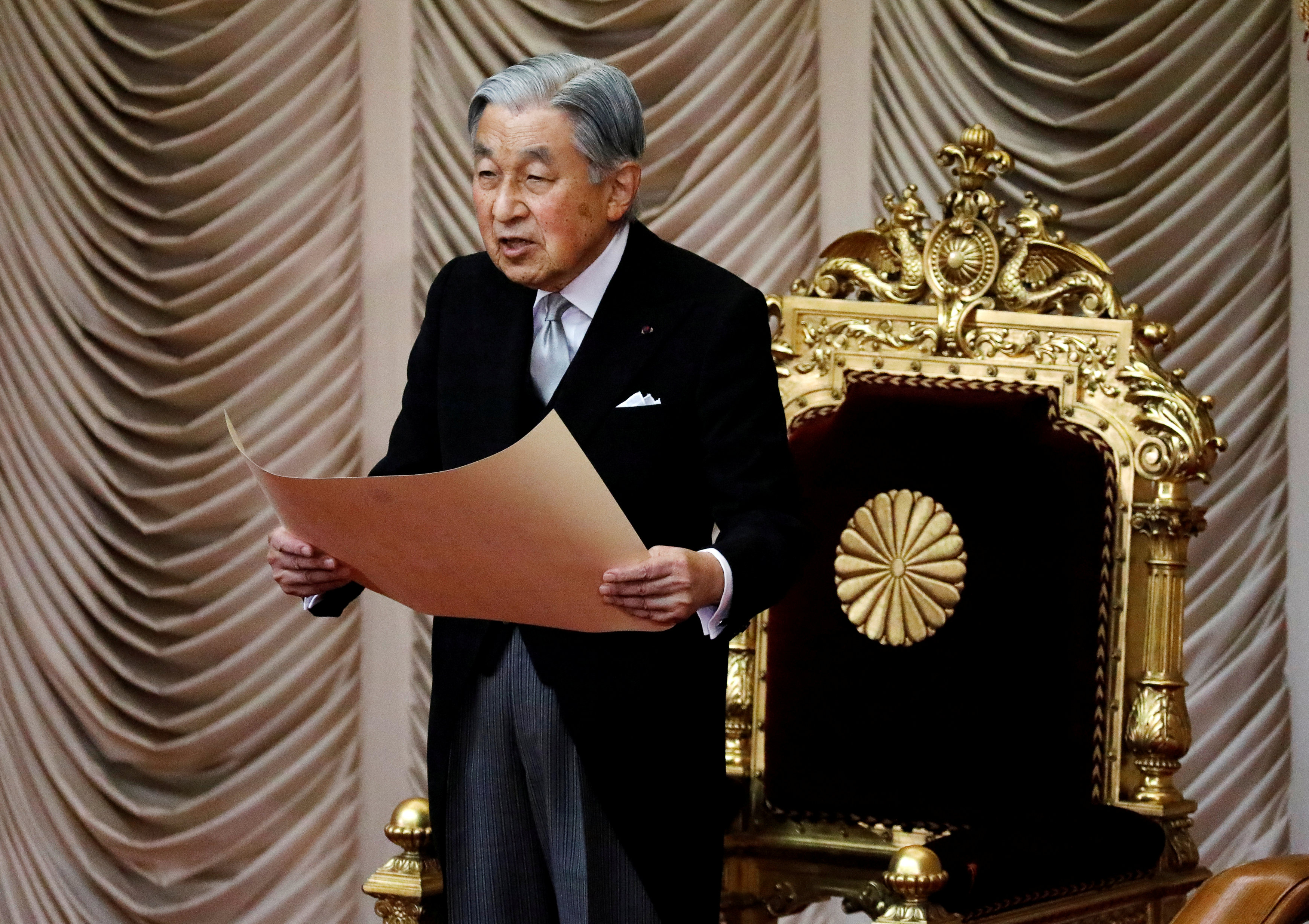 امبراطور اليابان يعلن افتتاح الدور البرلمانية الجديدة