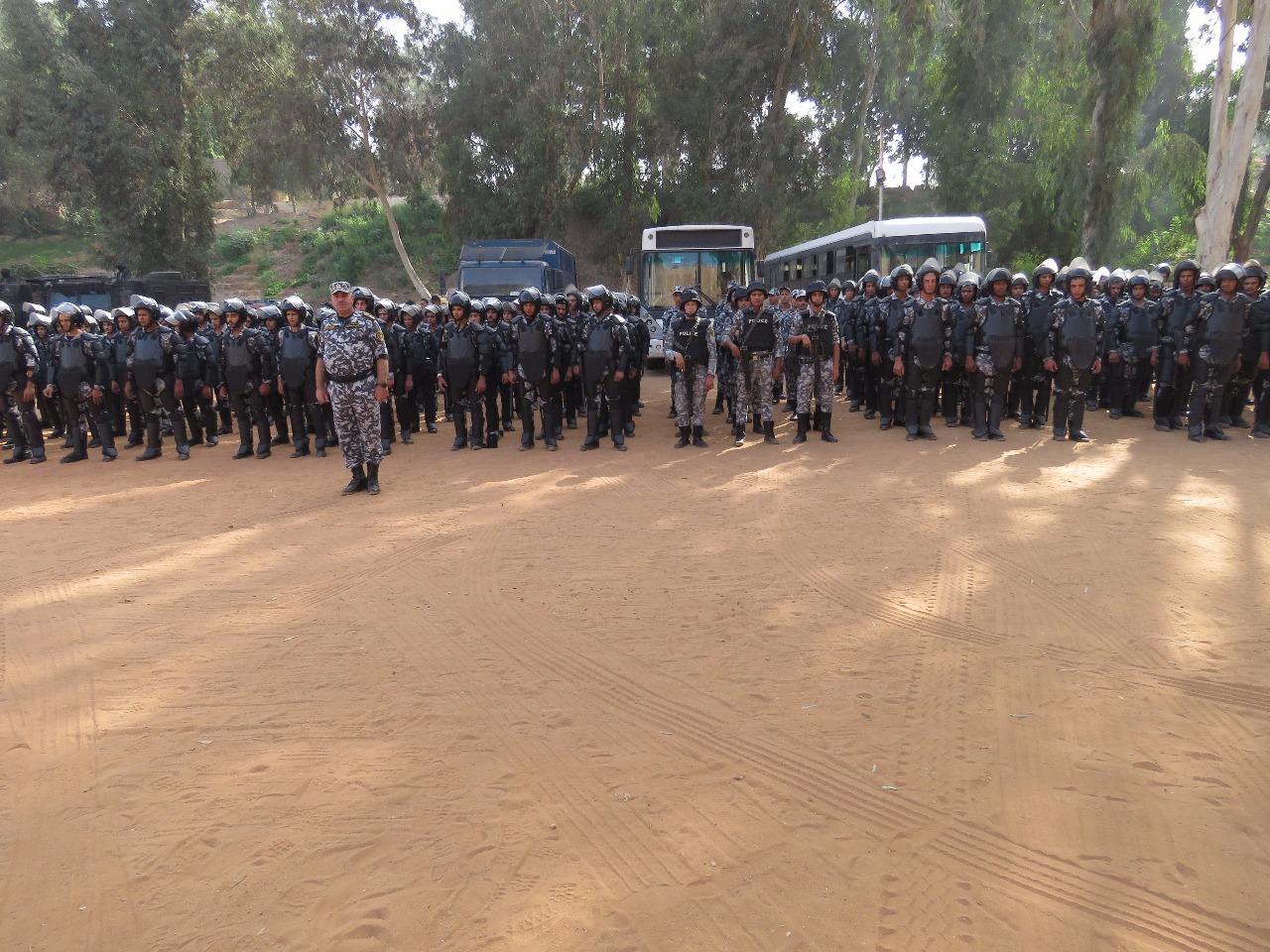 قوات الامن قبل تنفيذ عمليات هدم العقارات