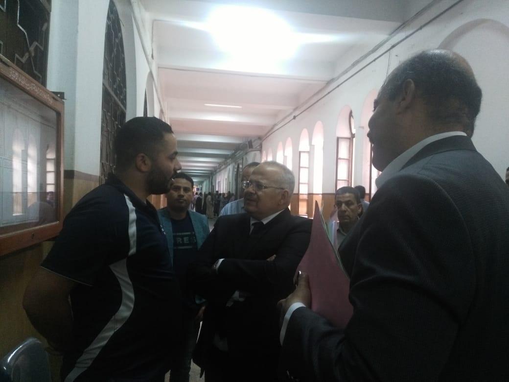 رئيس جامعة القاهرة يتفقد قصر العينى  (2)