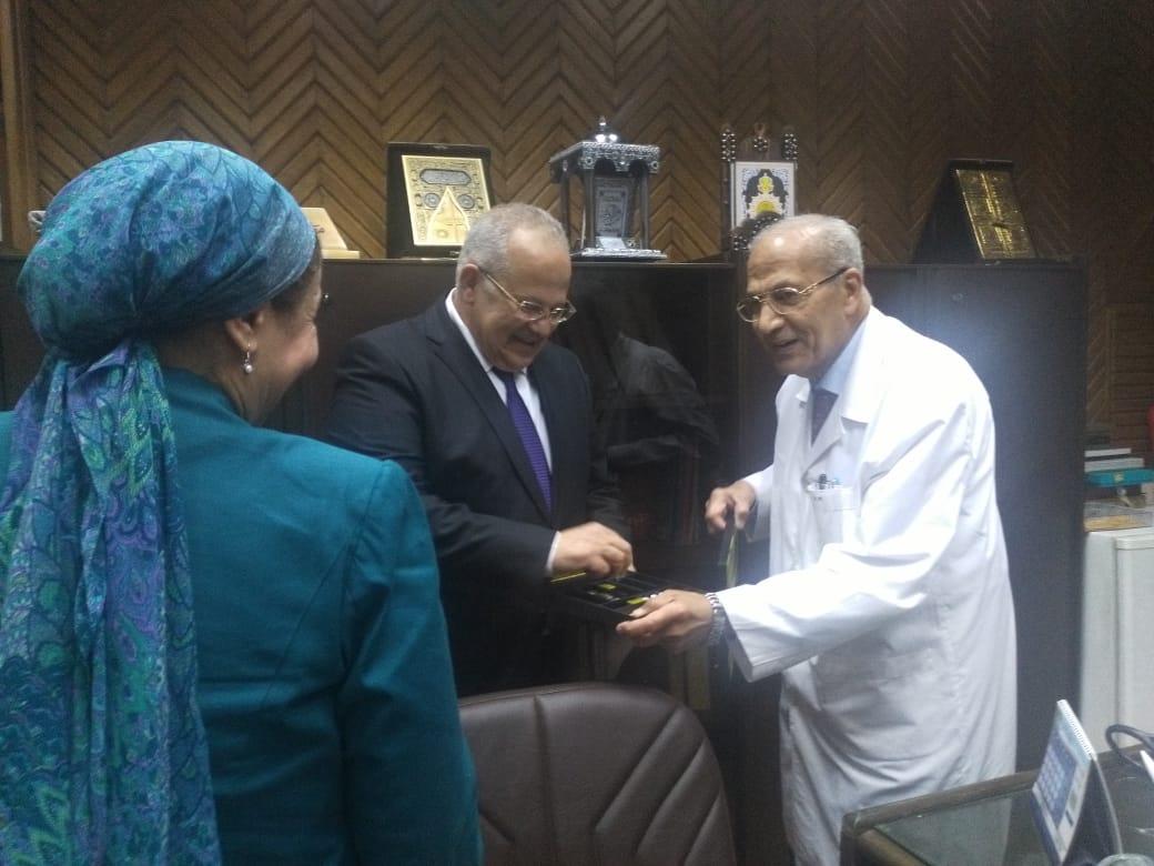 رئيس جامعة القاهرة يتفقد قصر العينى  (3)