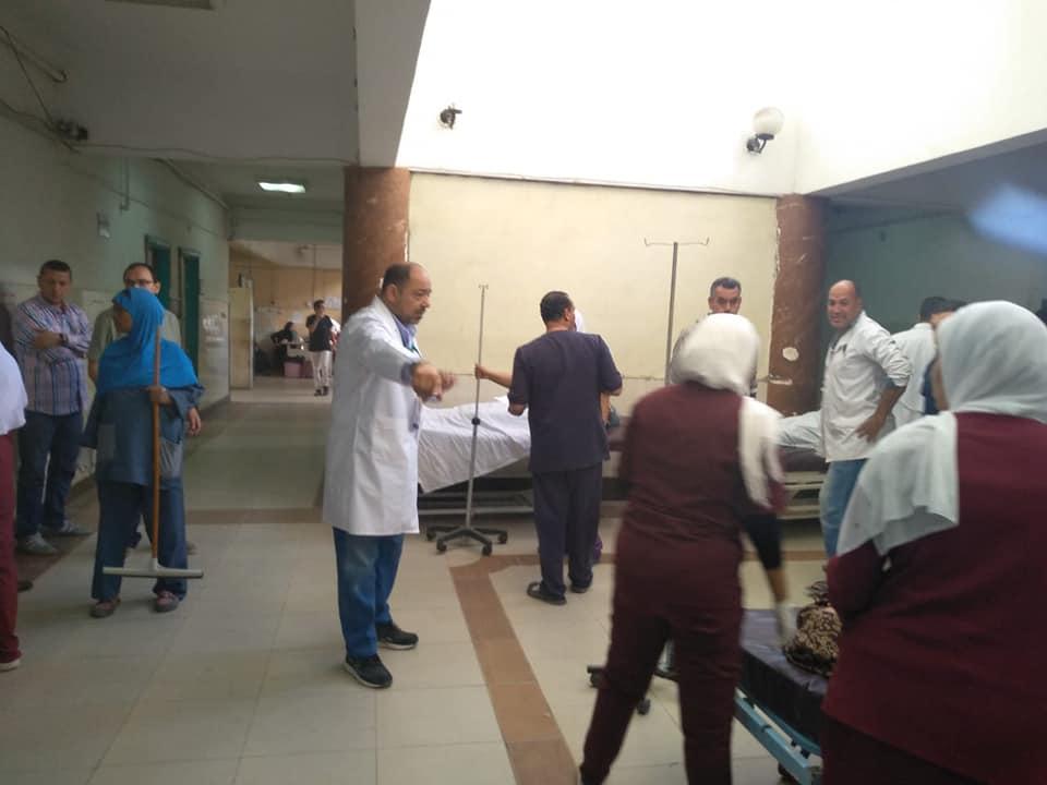 اسعاف المصابين فى مستشفى الاسماعيلية العام (7)