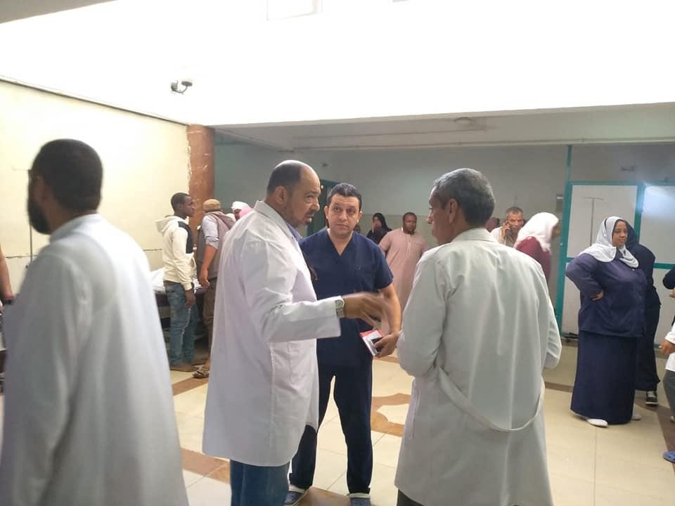 اسعاف المصابين فى مستشفى الاسماعيلية العام (4)