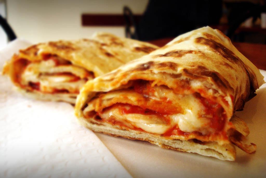طريقة عمل ساندوتش البيتزا الايطالى المقرمش