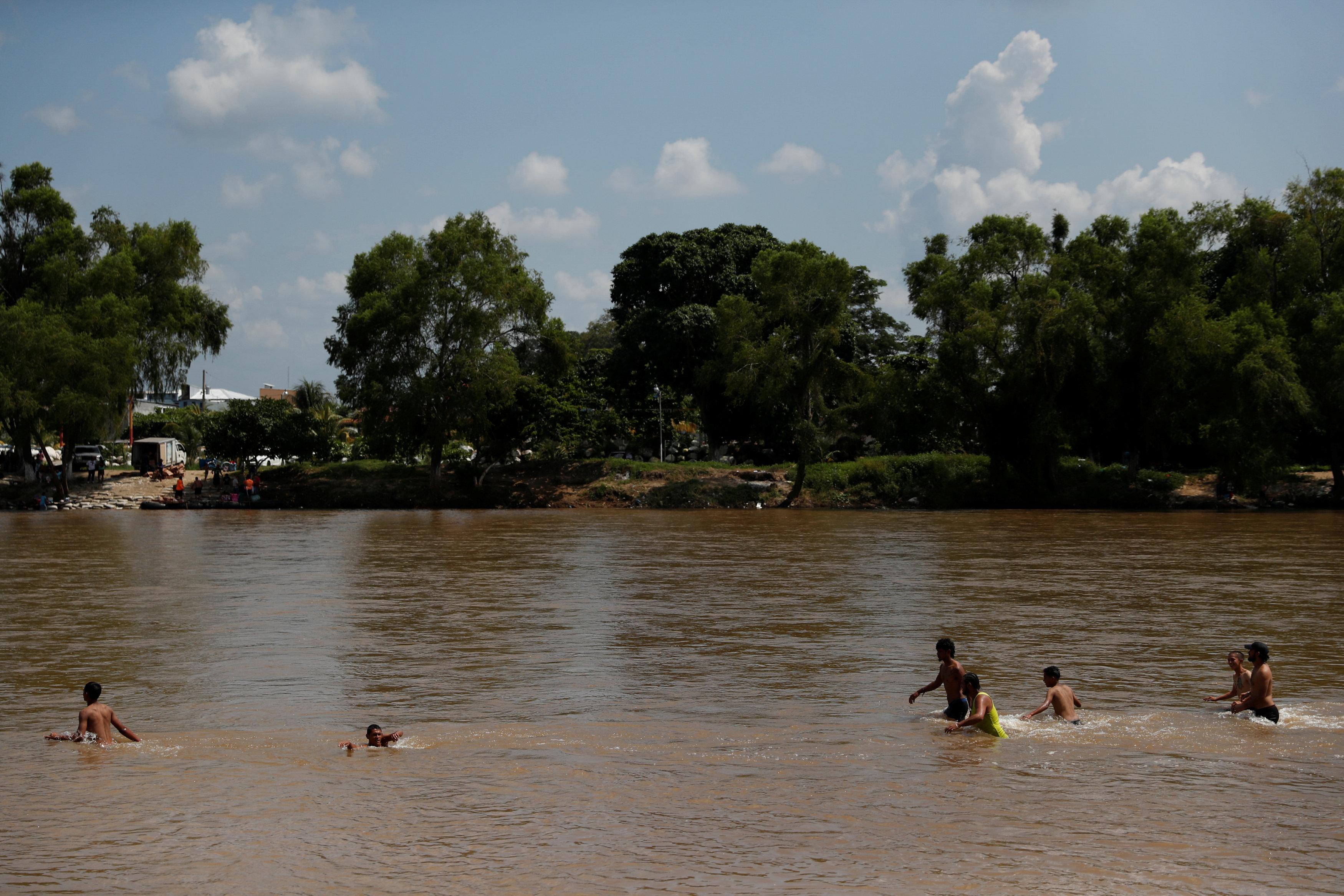جانب من عبور النهر