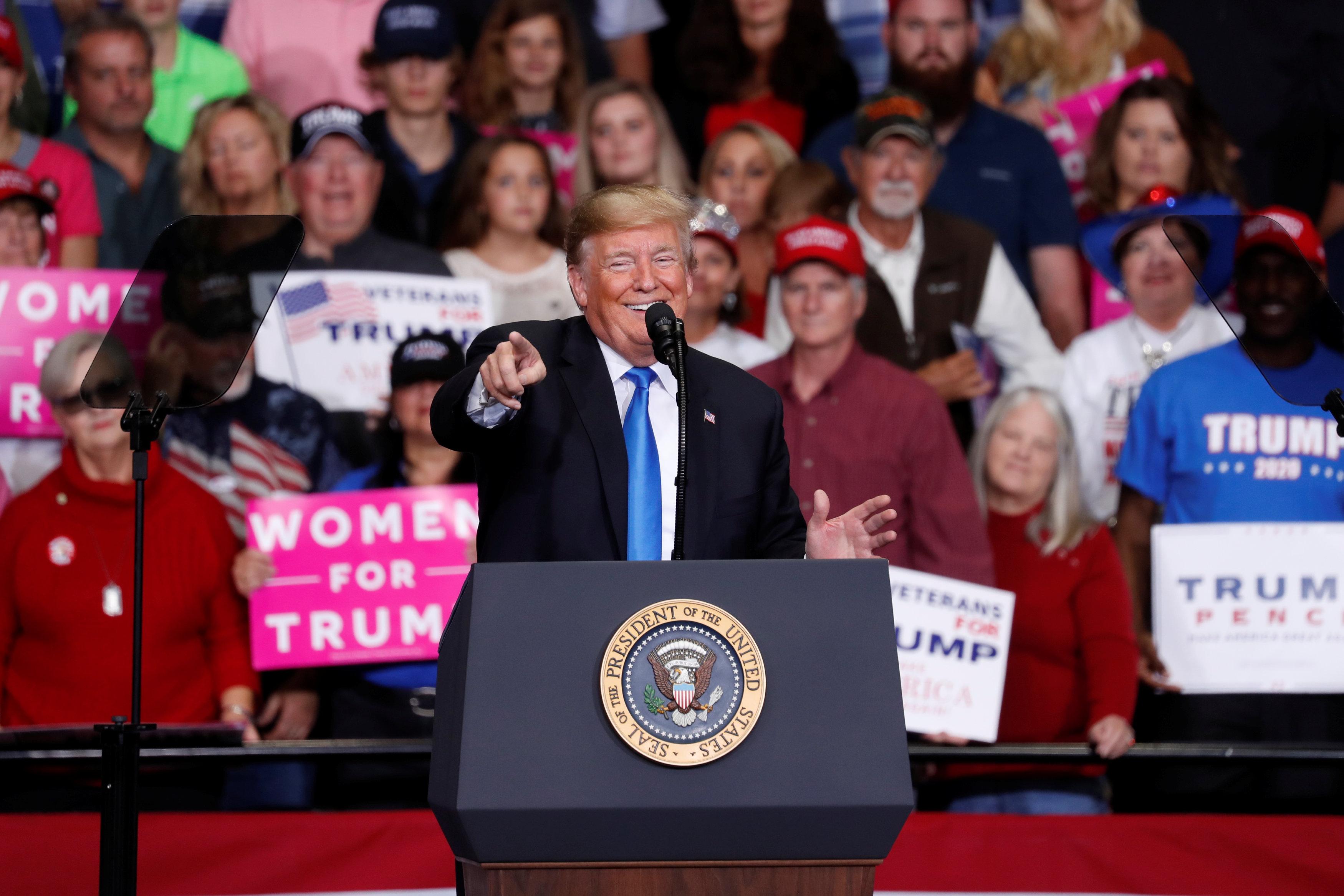 ترامب يتحدث أمام حشد فى شارلوت