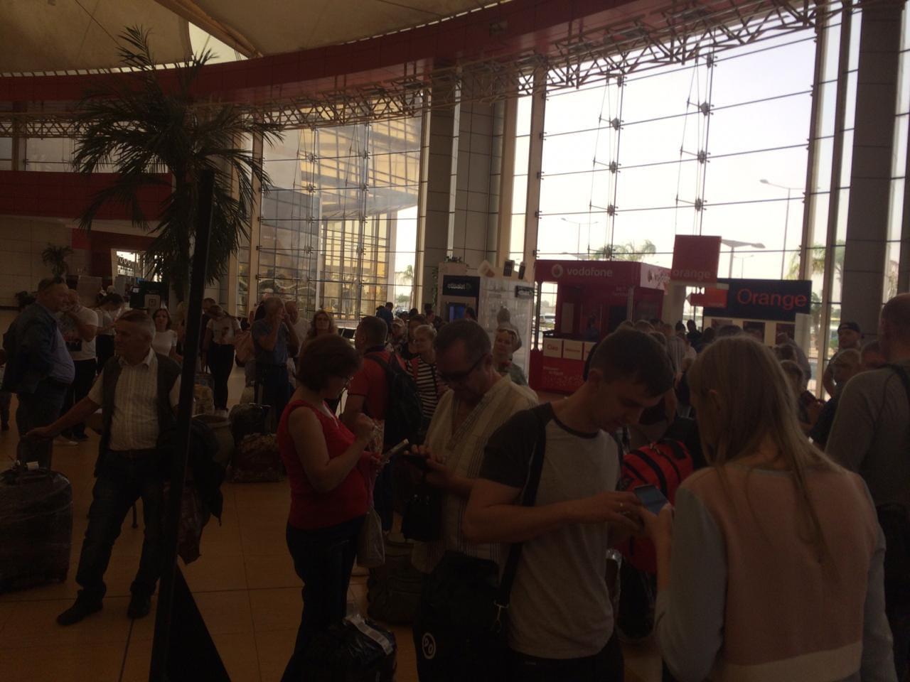 وصول اول طائرة من روسيا اليوم الي مطار شرم الشيخ  (3)