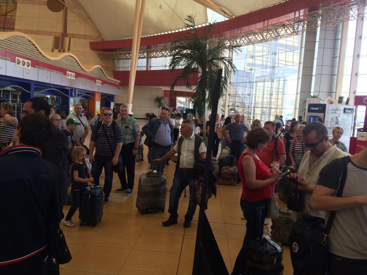 وصول اول طائرة من روسيا اليوم الي مطار شرم الشيخ  (6)