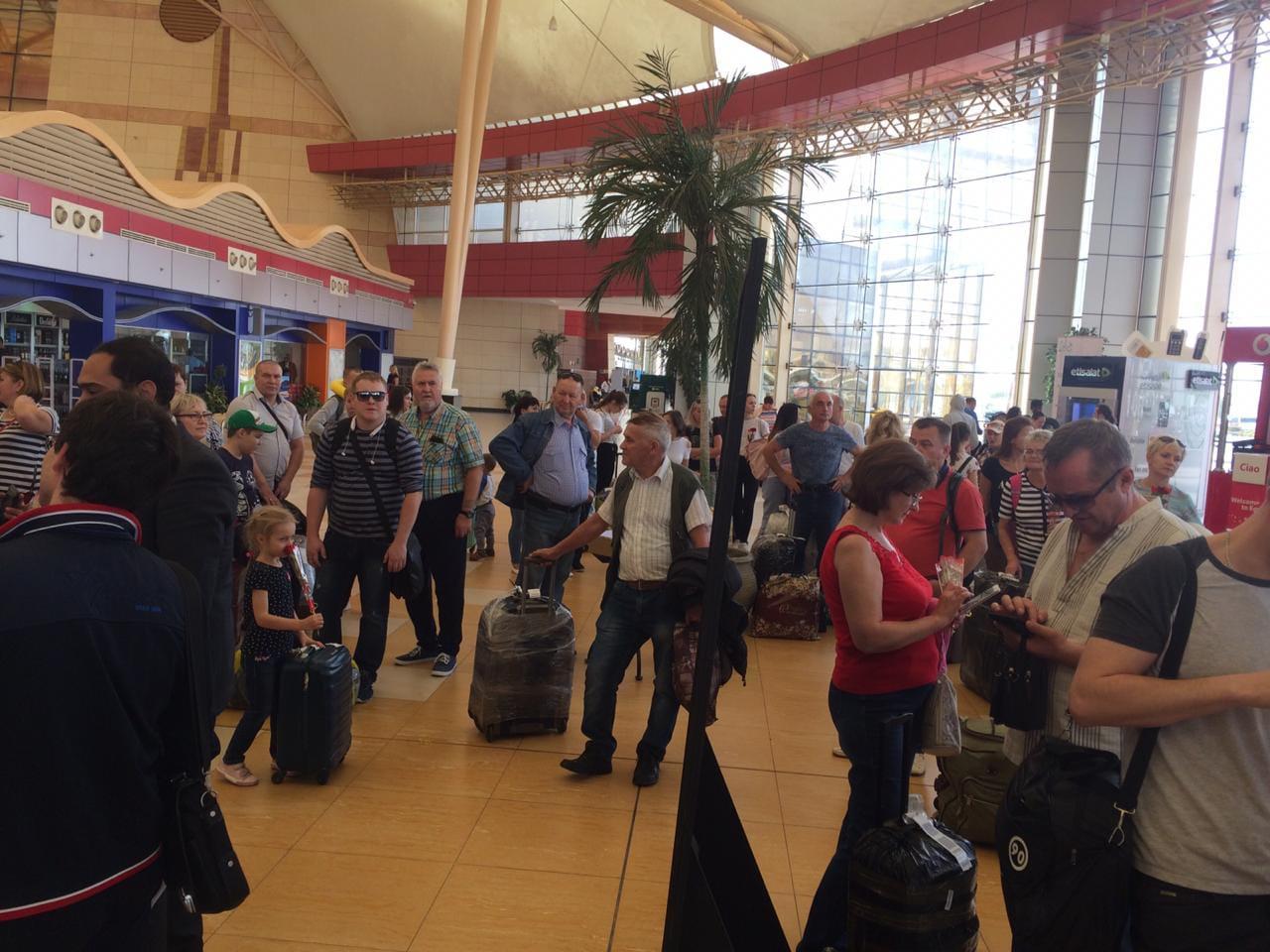 وصول اول طائرة من روسيا اليوم الي مطار شرم الشيخ  (5)