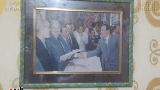 رقم-6-تكريمه-من-محافظ-الشرقية-الاسبق-حسين-رمزي-كاظم