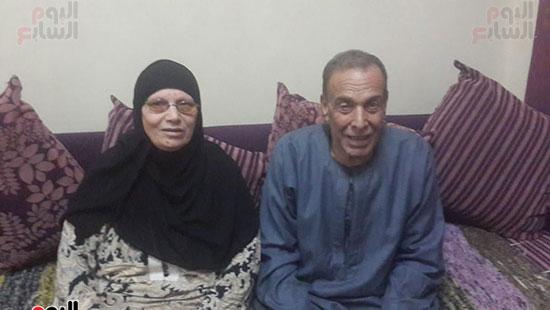 رقم-2-الدكتور-محمد-وزوجته