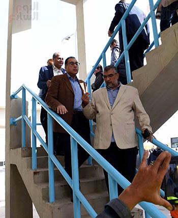 صور مصطفى مدبولى يبدأ زيارته للشرقية بتفقد محطة صرف العصلوجى (6)