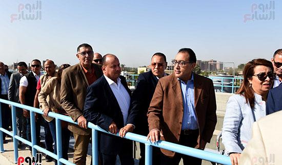 صور مصطفى مدبولى يبدأ زيارته للشرقية بتفقد محطة صرف العصلوجى (5)