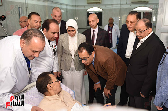 صور مصطفى مدبولى يتفقد مركز الحروق والجراحات التكميلية بههيا (8)