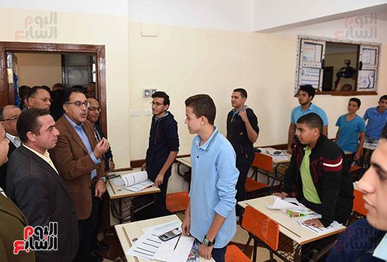 مصطفى مدبولى يتفقد مدرسة المتفوقين بالزقازيق (12)