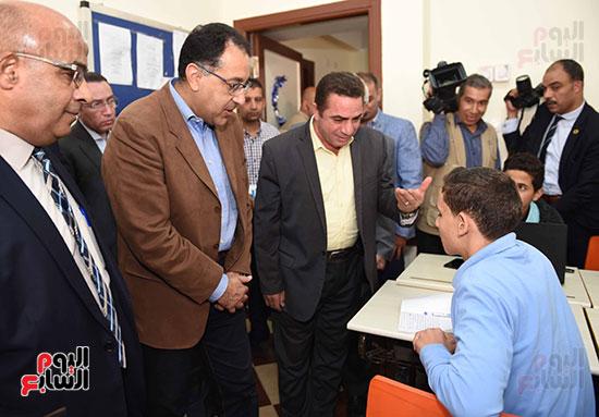 مصطفى مدبولى يتفقد مدرسة المتفوقين بالزقازيق (10)