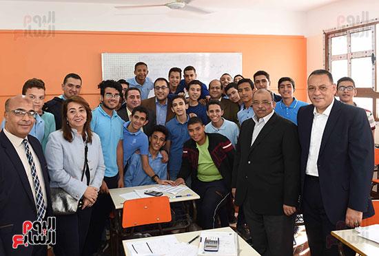 مصطفى مدبولى يتفقد مدرسة المتفوقين بالزقازيق (13)