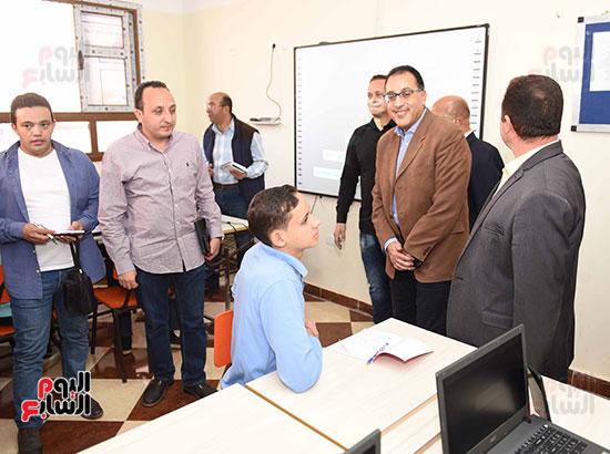 مصطفى مدبولى يتفقد مدرسة المتفوقين بالزقازيق (9)
