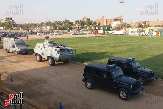 عروض-عسكرية-ومسيرة-بالسيارات-المصلحية-في-احتفالية-محافظة-الوادى-الجديد-(1)