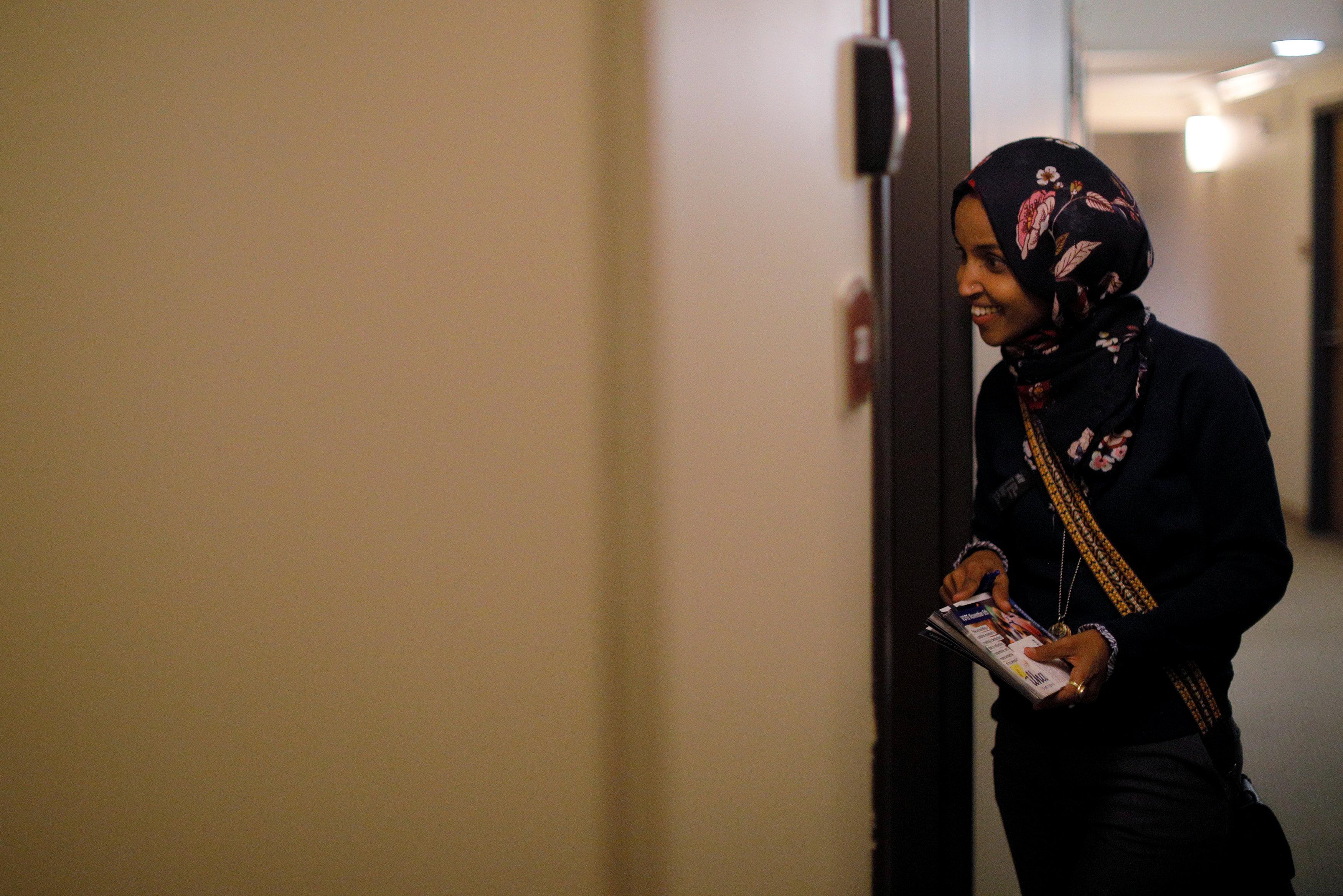 إلهان عمر ضمن حملة طرق الأبواب الداعمة للحزب الديمقراطى