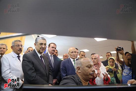 افتتاح وزير الكهرباء والانتاج الحربى مصنع عدادات الكهرباء (35)