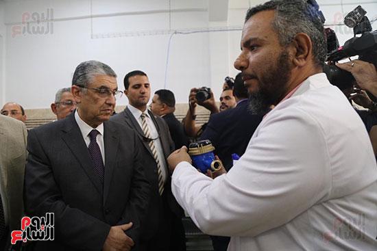 افتتاح وزير الكهرباء والانتاج الحربى مصنع عدادات الكهرباء (65)