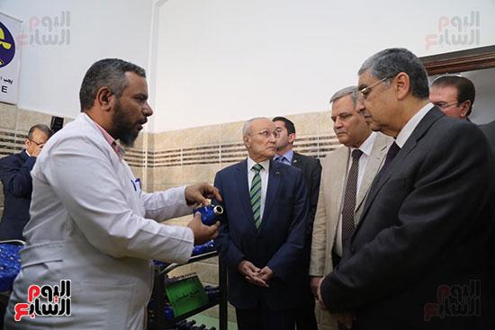 افتتاح وزير الكهرباء والانتاج الحربى مصنع عدادات الكهرباء (58)