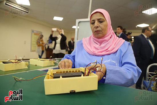 افتتاح وزير الكهرباء والانتاج الحربى مصنع عدادات الكهرباء (18)