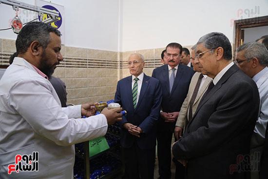 افتتاح وزير الكهرباء والانتاج الحربى مصنع عدادات الكهرباء (59)